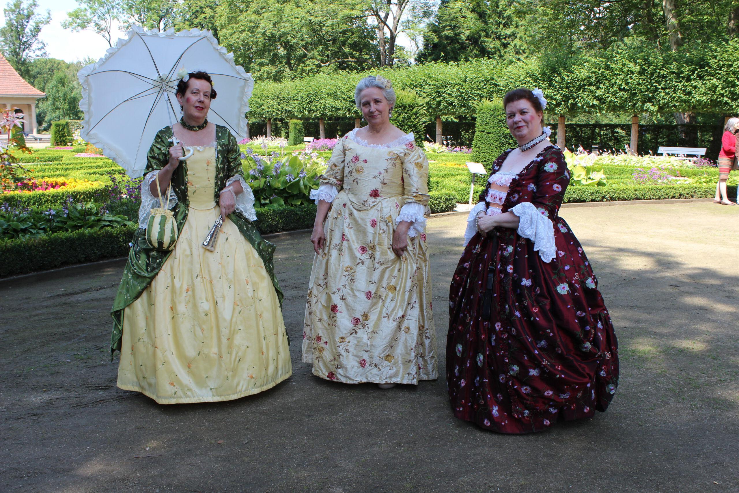 Süßer Barock, 2014 Drei Damen im Rokoko-Kostüm